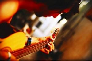 ギター 男性