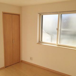 カンタービレ横浜の室内 防音構造ですがクローゼットもちゃんと付いています。