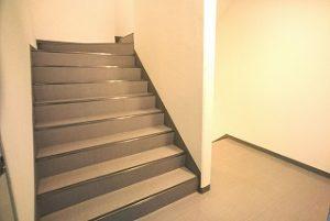座間市 防音賃貸物件 ザマムジークハウス 女性にオススメ 綺麗な階段