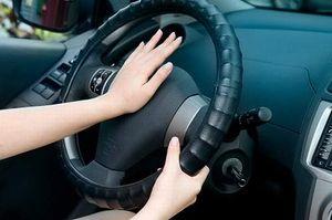 サックスやトランペットは車のクラクションと大体同じぐらいの音の大きさになります。