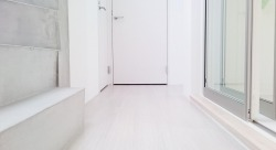 『有栖川DUPLEX』  室内は白基調でシンプルですが落ち着く空間です。
