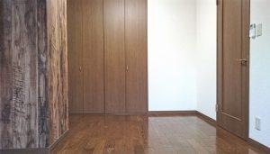 大容量の収納付きの寝室