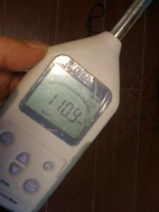 いよいよ、性能検査です。音源付近での測定値は110.9dbでした