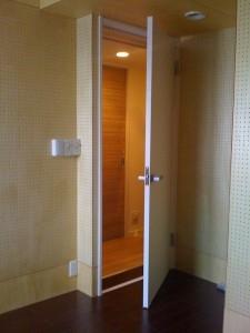 分譲マンションの既存ドアへの木製防音ドアの取付工事・施工 ...