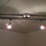 防音室の天井には可動式スポットを装備。音楽スタジオの臨場感を素敵に演出します